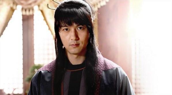 Lee Pil Mo sebagai Tal Suk Hae